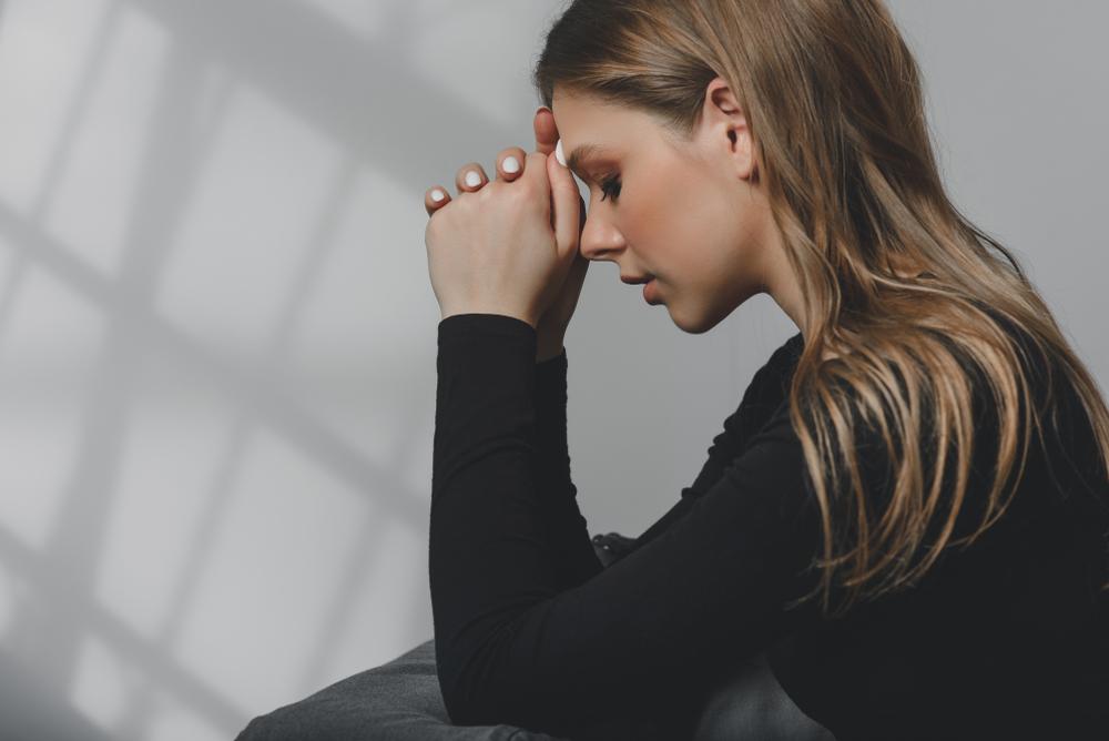 振られたつらい苦しみから立ち直るには助けが必要。失恋後にやるべき事&無理してはいけない事と悲しみを手放す方法